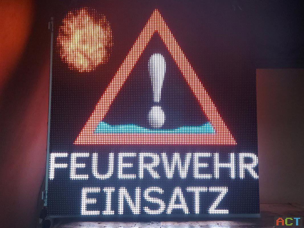 Elektronisches Feuerwehr Ausfahrt Schild