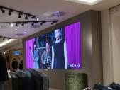 Videowand-im-Flagship-Store