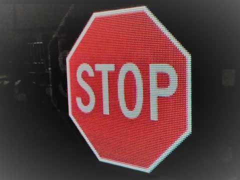 Leuchtendes Verkehrszeichen